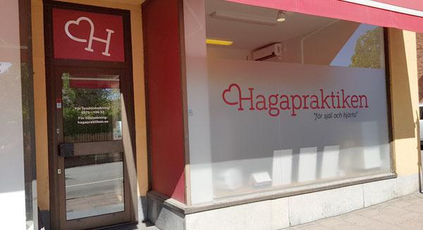 Bild på Hagapraktikens skyltfönster
